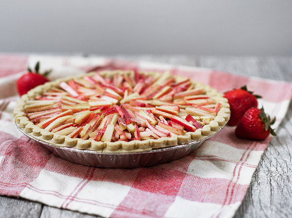 Baking Strawerry-rhubarb Pie In Disposable Foil Round Pans